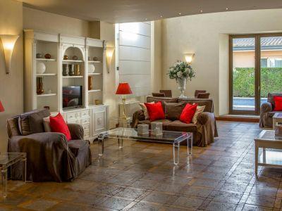 hotel-piccolo-borgo-roma-hall-7300.jpg